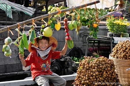 CanTho-floating-market-Mekong-delta-Vietnam
